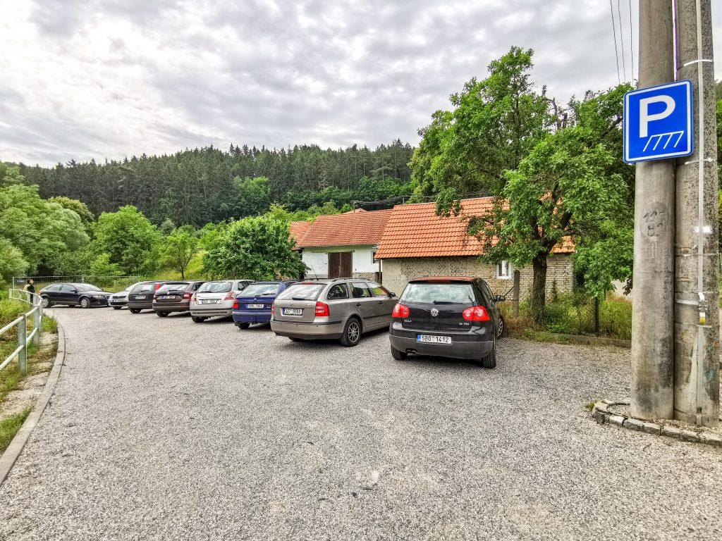 Parkovisko pri obecnom úrade