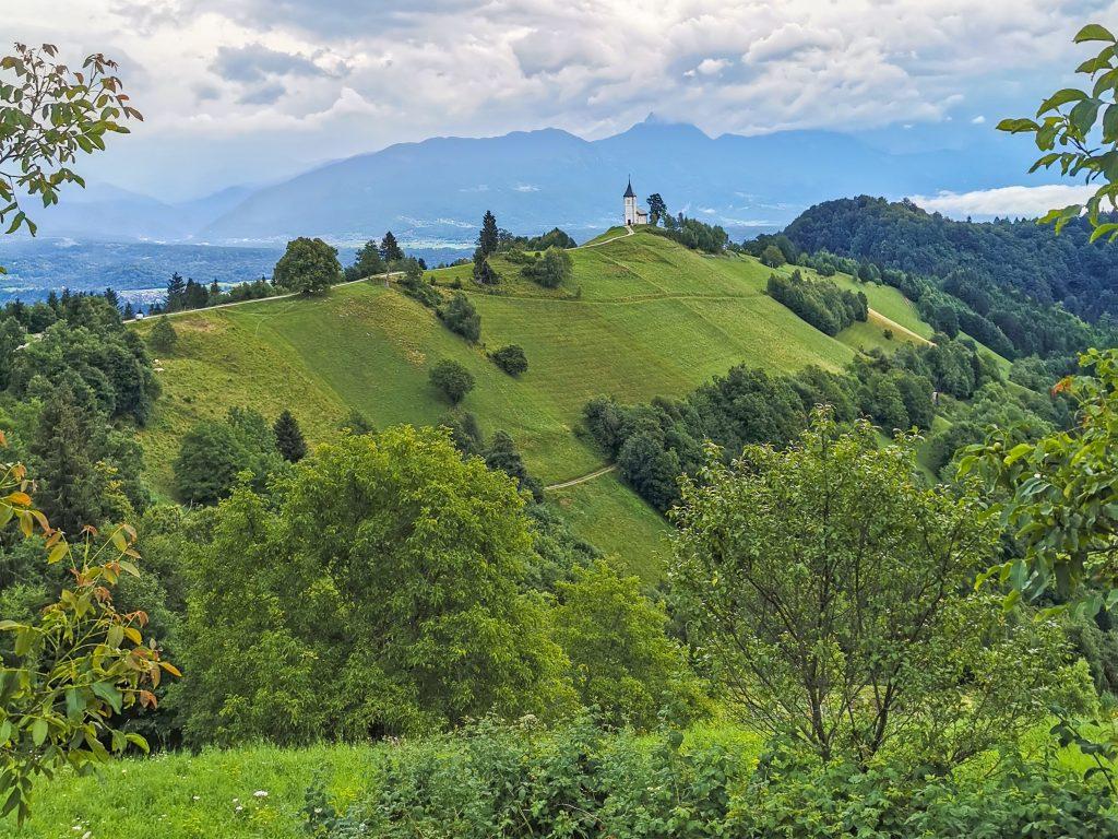 Jamnik a kostolík na kopci