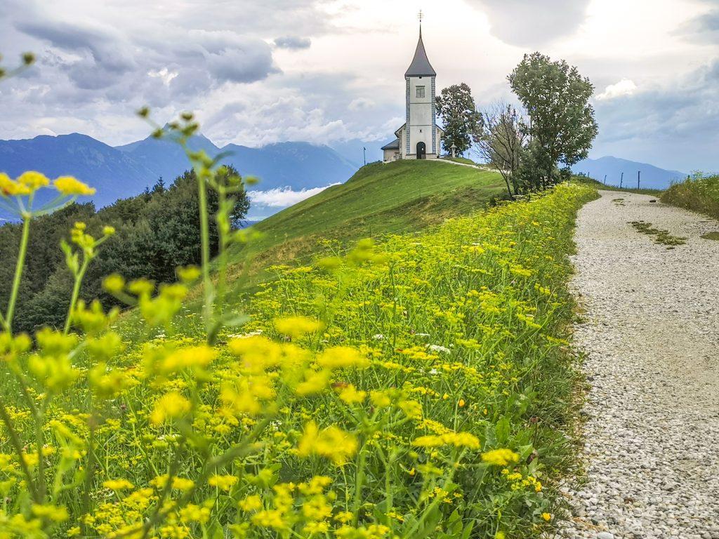 Kostolík v obci Jamnik
