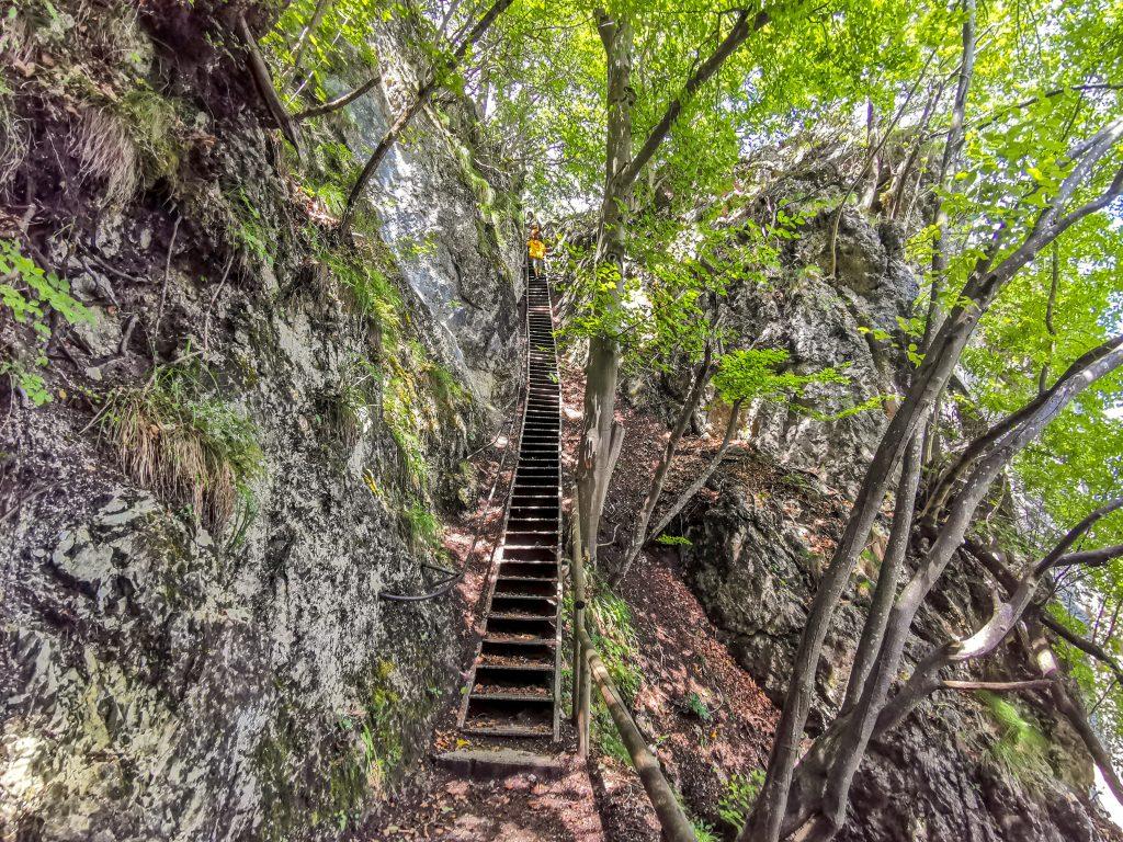 Strmé schody pred prvým výhľadom