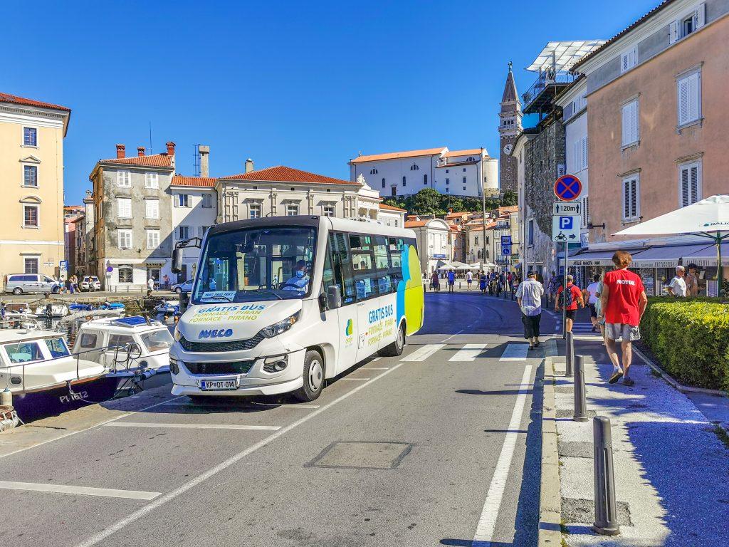 Autobus zadarmo z parkoviska