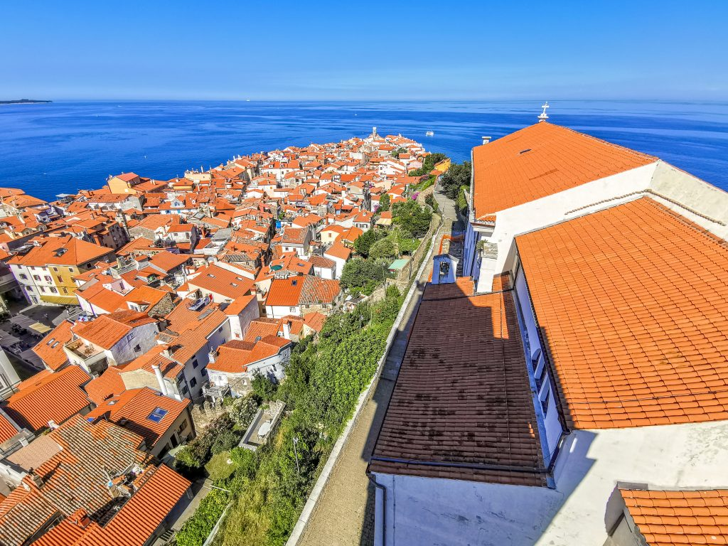 Výhľad na mesto Piran zo zvonice