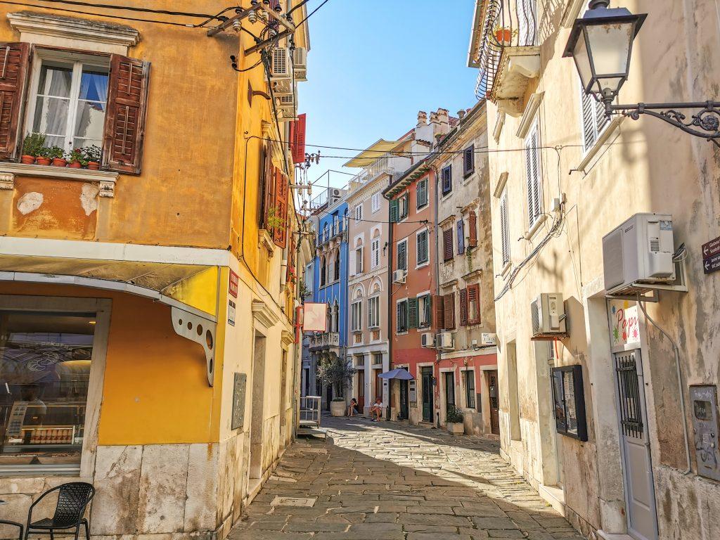 Farebné uličky v meste Piran