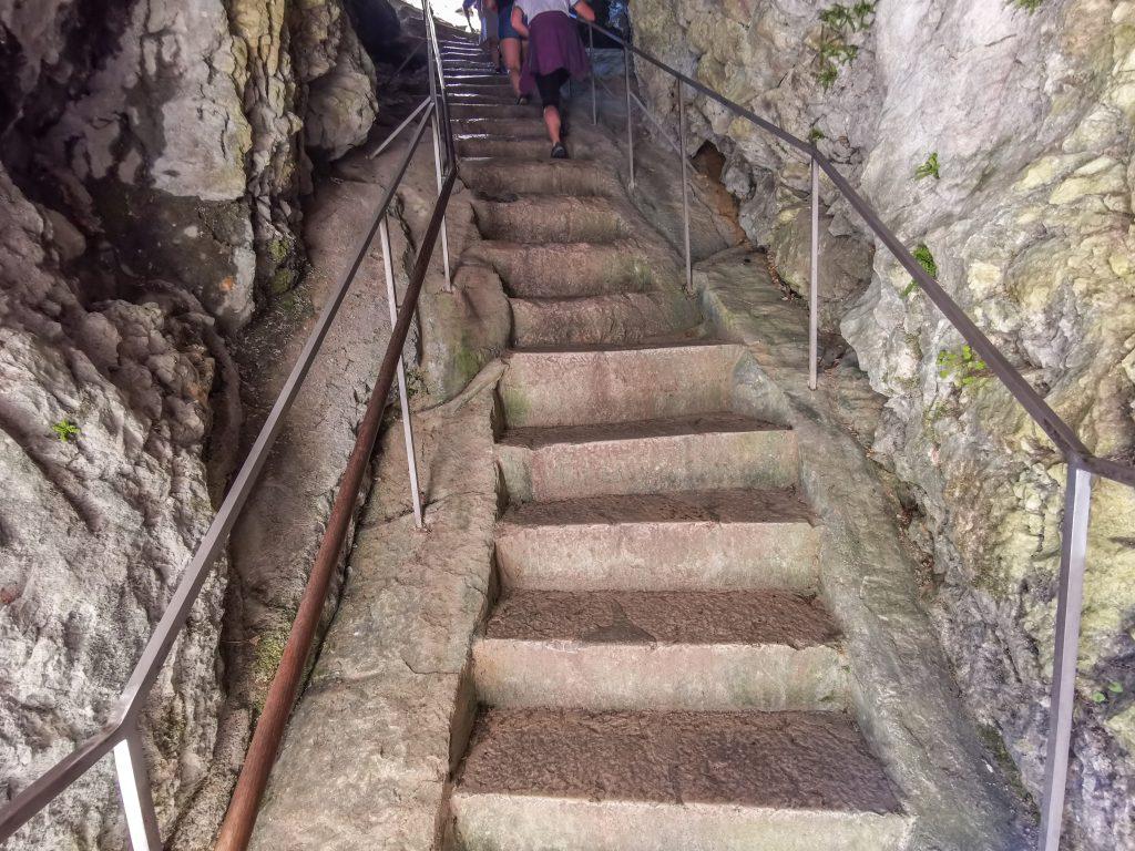 ...po schodoch...