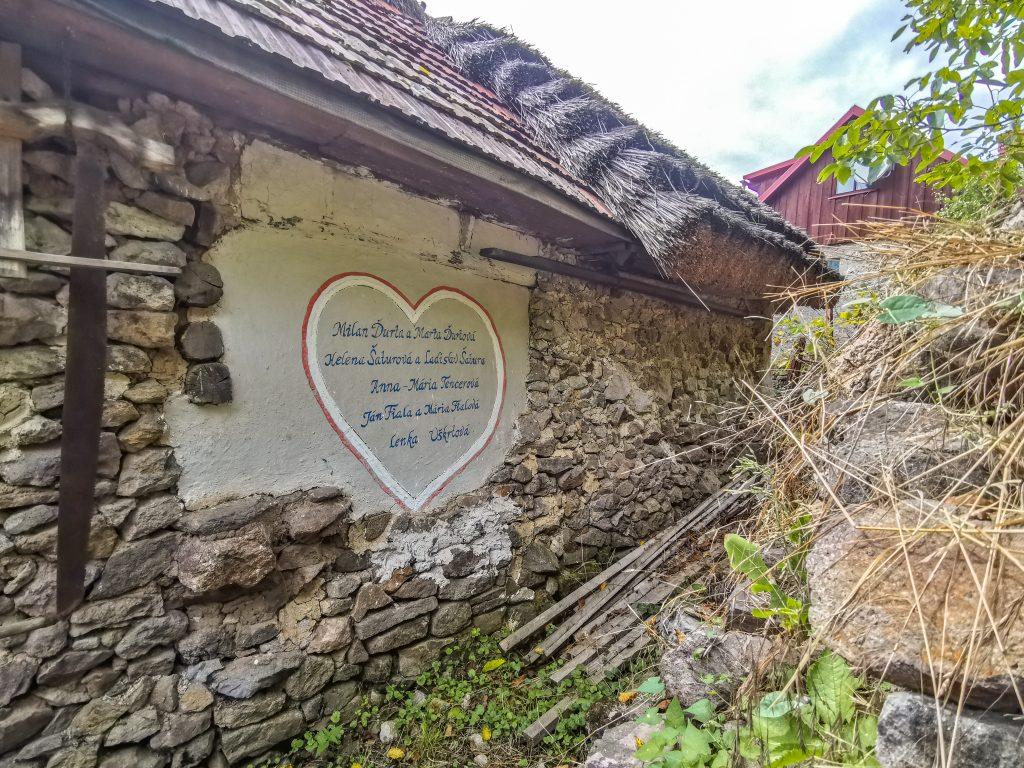 Fabkovie domček Brehy - pamätný nápis