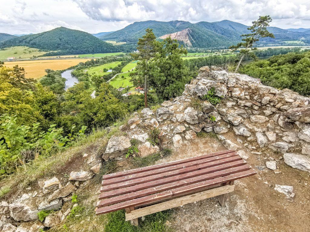 Výhľad z Hradu Revište