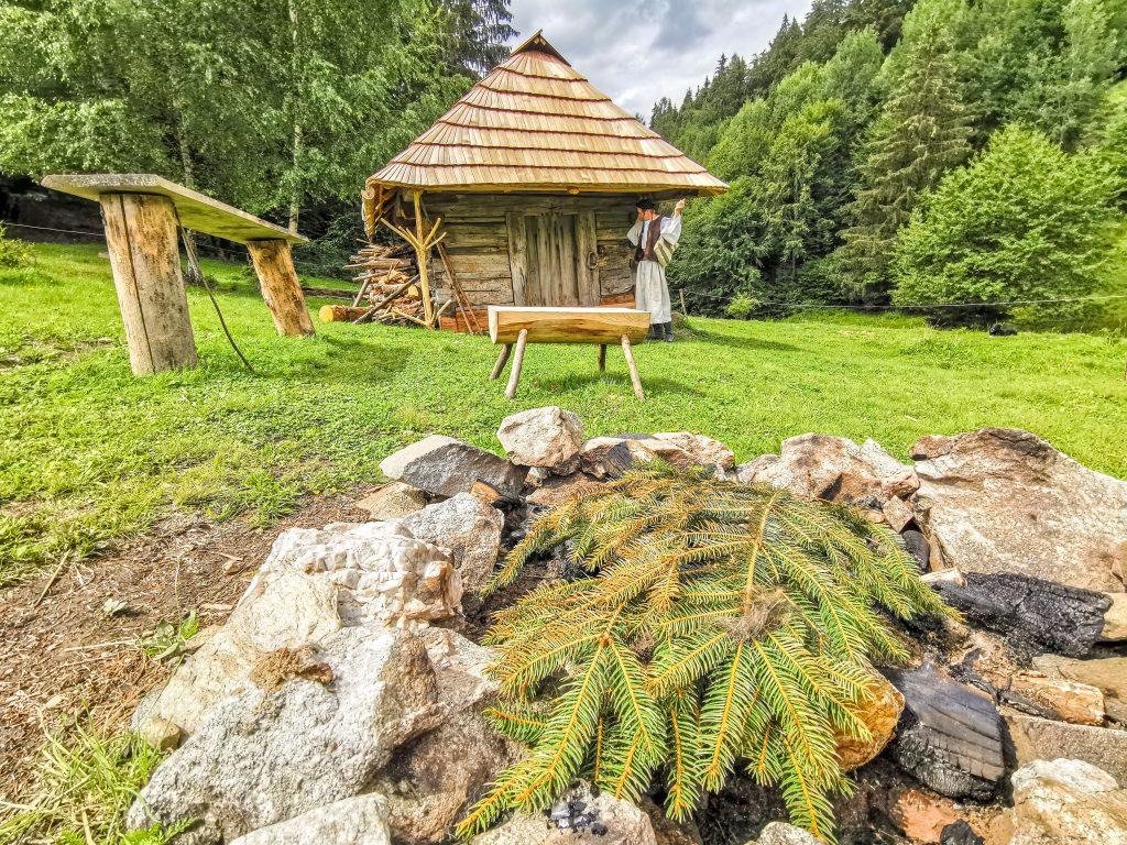 Za horami, za dolami: Viac ako 300 rokov stará obnovená koliba na gazdovstve u Jozefa Kučeru