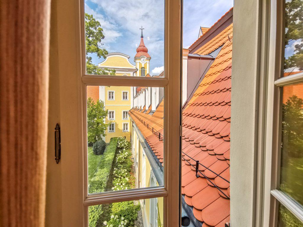 Výhľad z izby v Château Béla