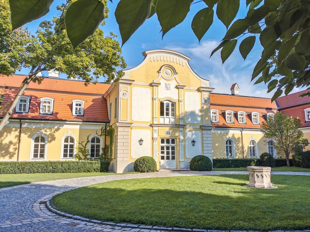 Château Belá - Vstup do kaštieľa