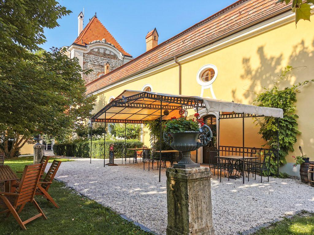 V parku sa nachádza aj hotelové múzeum a vináreň.