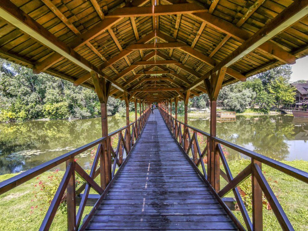Kolárovo - Most cez Malý Dunaj je dlhý 86 metrov a široký 2,25 m