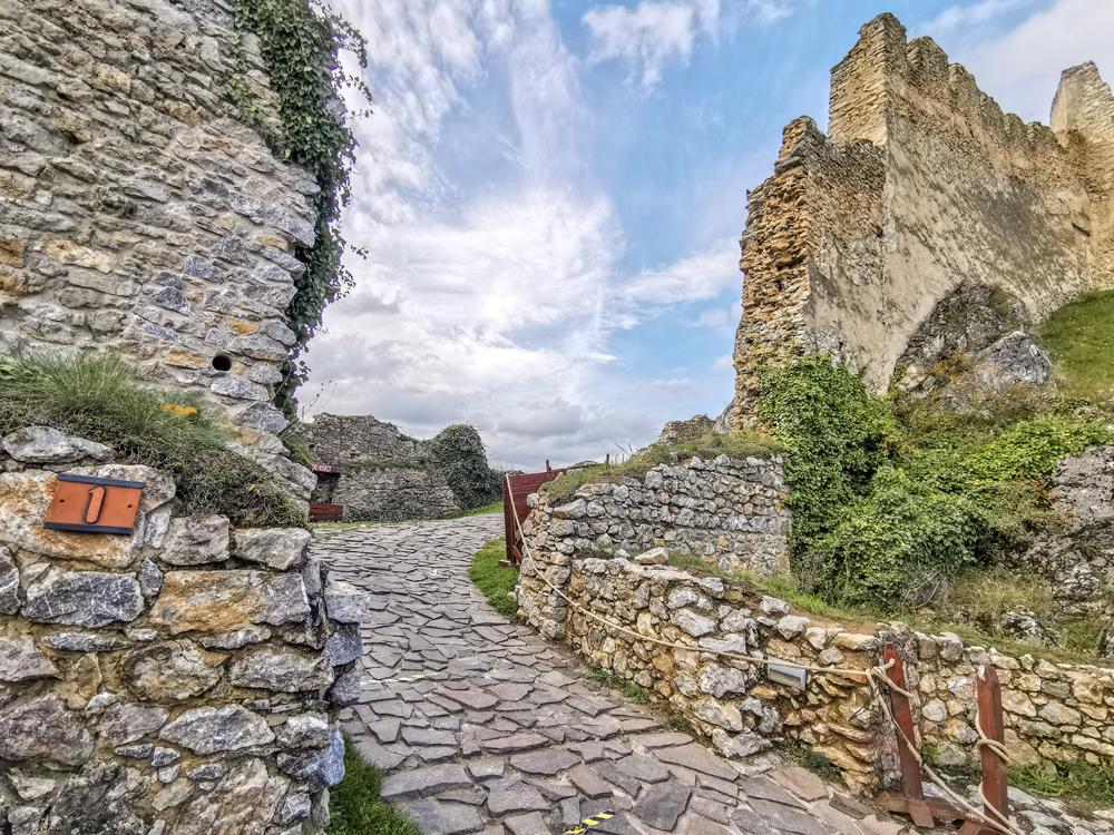Vstup do Beckovského hradu