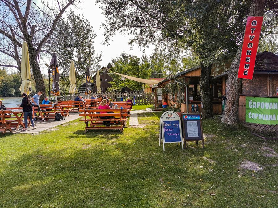 Reštaurácia na brehu Malého Dunaja