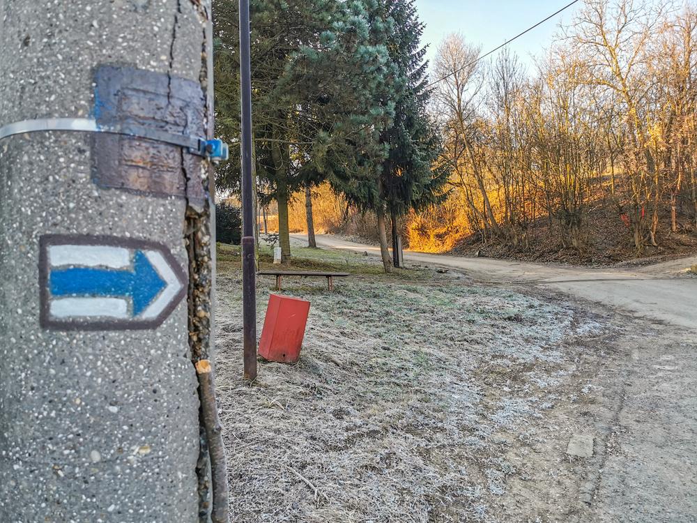 Cestou nahor treba sledovať modrú značku