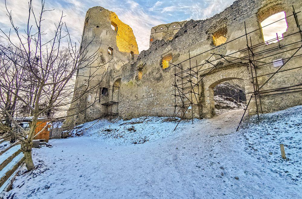 Hrad Lietava – príjemná prechádzka neďaleko od Žiliny