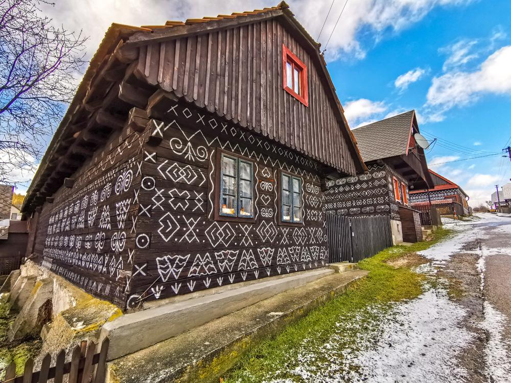 Originálna výzdoba čičmianskych domov sa datuje do druhej polovice 18. storočia.