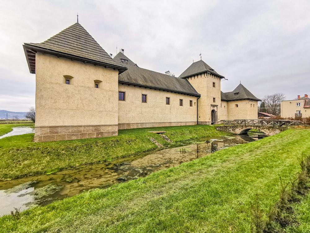 Rothovsko-Telekyovský vodný hrad Hronsek