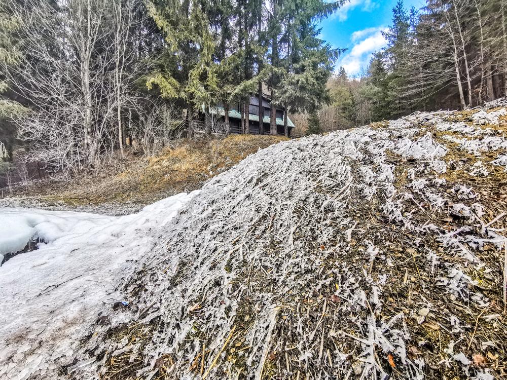 Rajecká Lesná - Gejzír vytvára v okolí ľadové pole