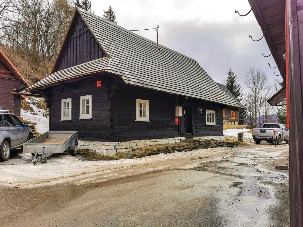 Osada u Jánošov - Symbolický Jánošíkov dom