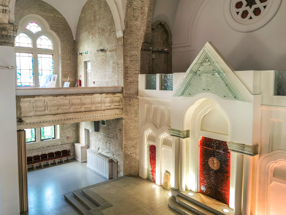 Interiér synagógy v Lučenci