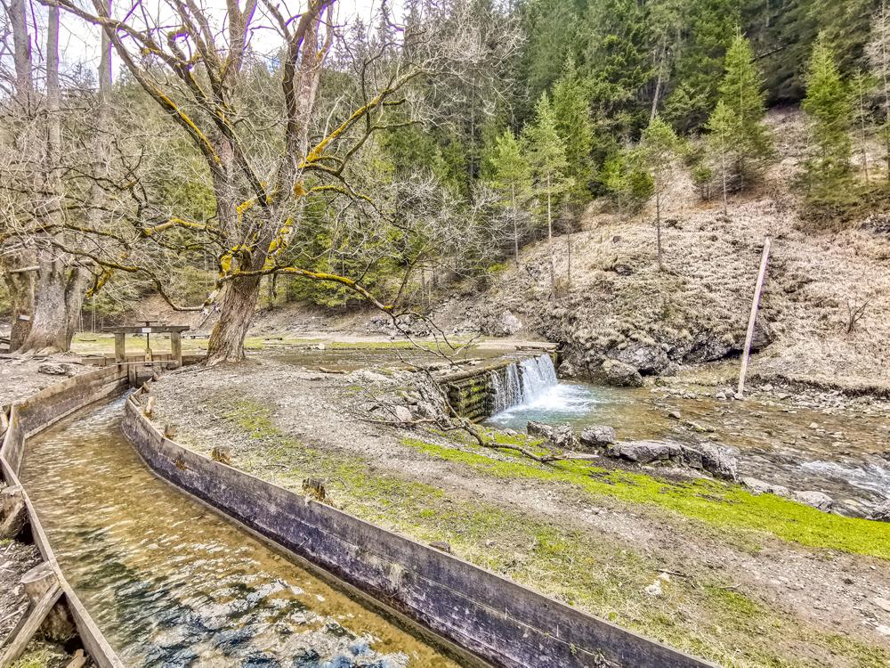 Skočili by ste do toho potoka?