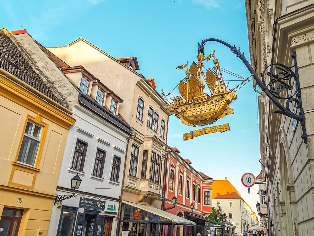 Győr - typické označenia obchodov