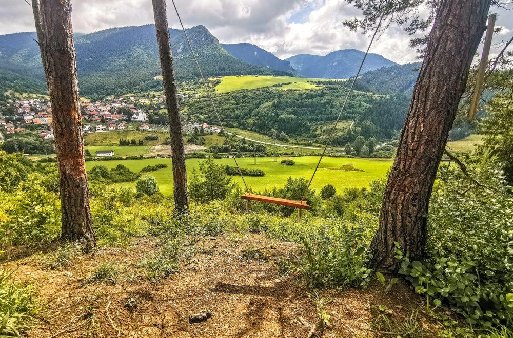 Valaská Dubová – Hojdačka s výhľadom na Chočské vrchy