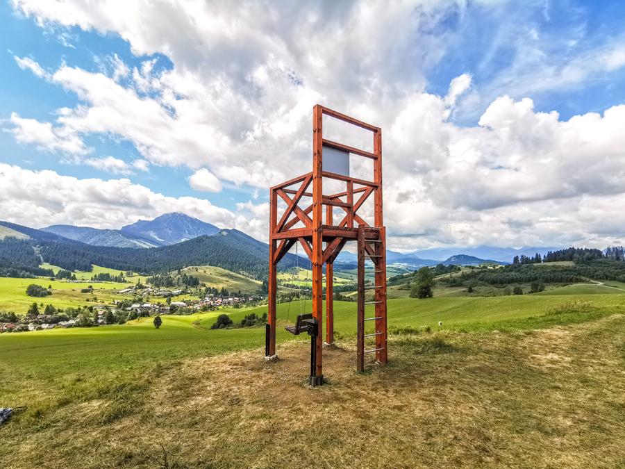 Rozhľadňa a hojdačka Bačov stolec nad obcou Osádka