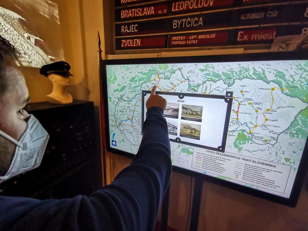 Interaktívna obrazovka v múzeu