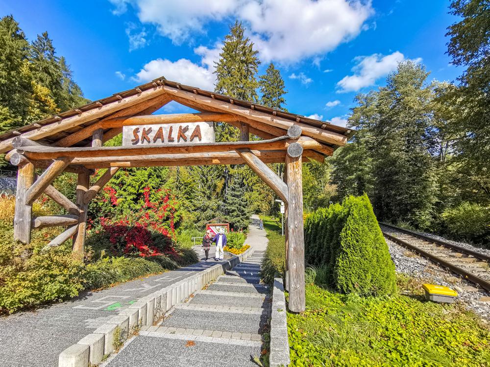 Park pri hoteli Skalka v Rajeckých Tepliciach