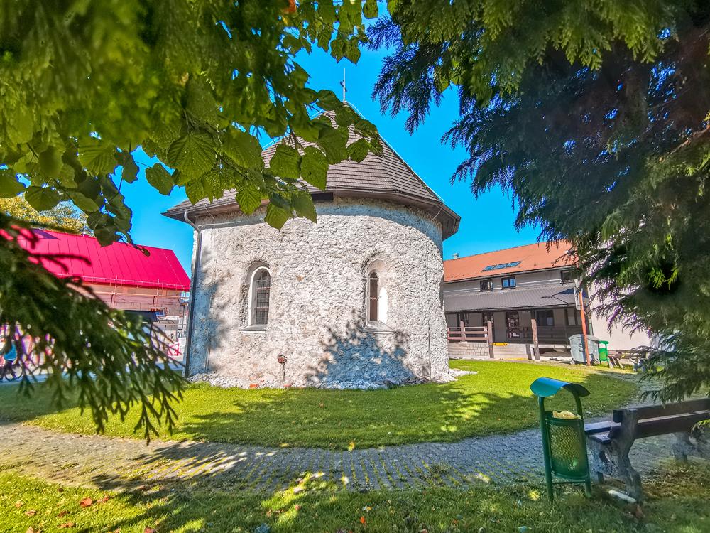 Rajecká Lesná - Apsida kostola Márie Kráľovnej anjelov